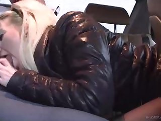 Towheaded honey is inhaling bone in the back of a car, in the middle of the day