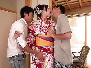 Depraved Japanese geisha Yuna Shiratori works on two cocks well (FMM)