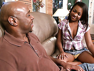 Horn-mad black lady Minnie Crush lures bald headed stud to suck his BBC